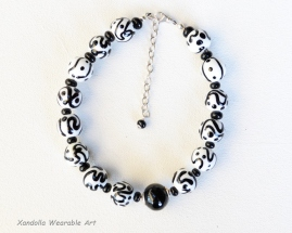 Black and White Hollows series necklace