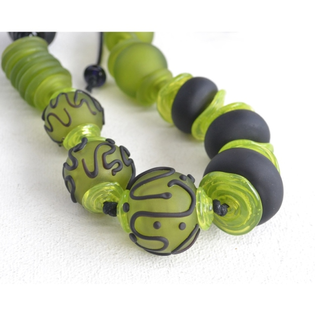 2375 Black and green hollows necklace 2b