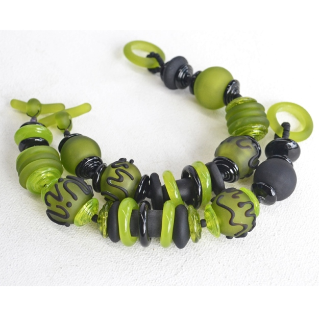 2376 Black and green hollows bracelets 1b